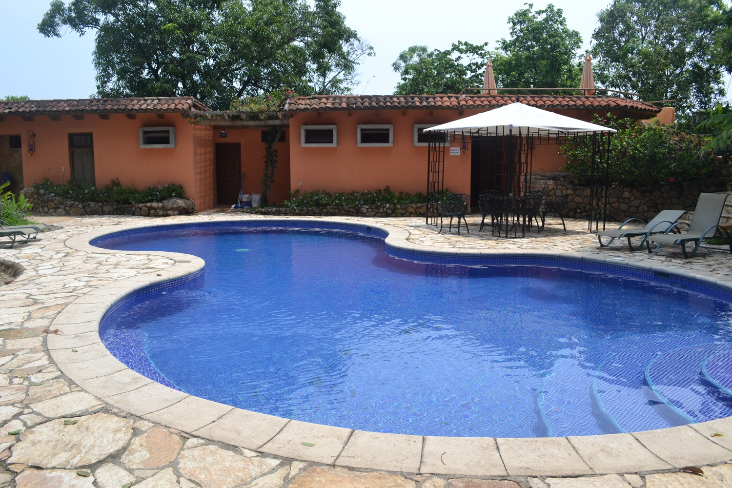 Hotel los almendros de san lorenzo in suchitoto el salvador for Infinity swimming pools pictures
